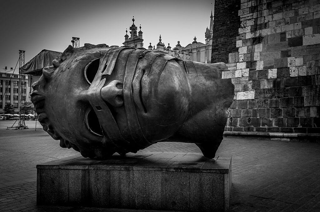 Sztuka współczesna może łączyć, a nie dzielić Polaków