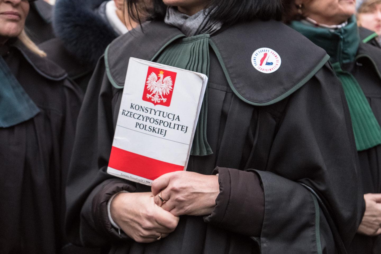 Dlaczego Polacy nie bronią sędziów? Szukając wyjścia z błędnego koła (cz. 1)