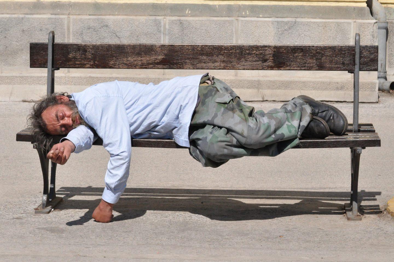Epidemia pogorszyła sytuację bezdomnych. Nie mogą dłużej pozostawać poza marginesem społeczeństwa