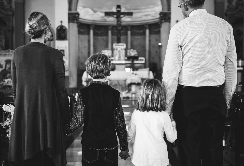 Sojusz Kościoła z neoliberalizmem przyczynił się do kryzysu tradycyjnej rodziny w Polsce [KATOLICKIE IMAGINARIUM]