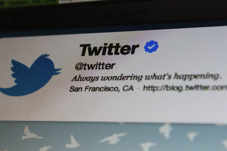 Twitter źle moderuje kontrowersyjne wrzutki Donalda Trumpa. Cztery pytania o przyszłość moderacji treści w Internecie