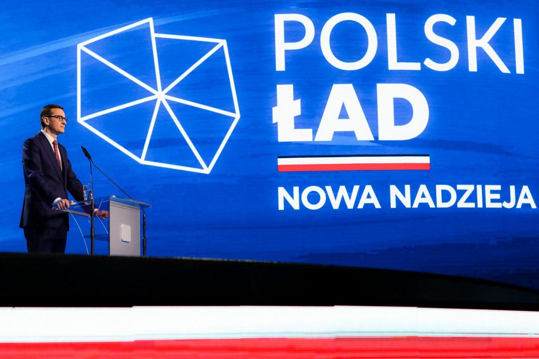 """PiS """"dorżnie"""" klasę średnią i samorządy? Ocena zmian podatkowych z """"Polskiego Ładu"""""""