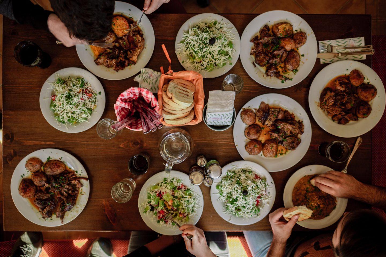 Marnowanie żywności po polsku. Czteroosobowa rodzina wyrzuca rocznie 2600 zł