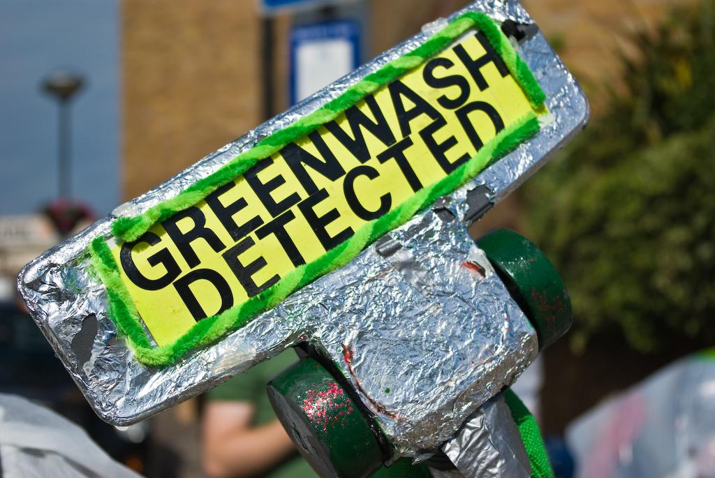 Na ekościemnianiu firm tracą konsumenci i środowisko. Jak rozpoznać greenwashing?