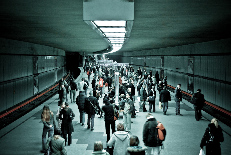 Efektywny transport czy dystrybucja prestiżu. Czy polskie miasta potrzebują metra?