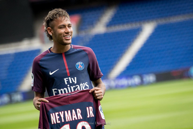 """""""Dostaniesz 6,5 mln euro, jak nie będziesz mówić o Jezusie"""". Neymar podpisał klauzulę z Paris Saint-Germain"""