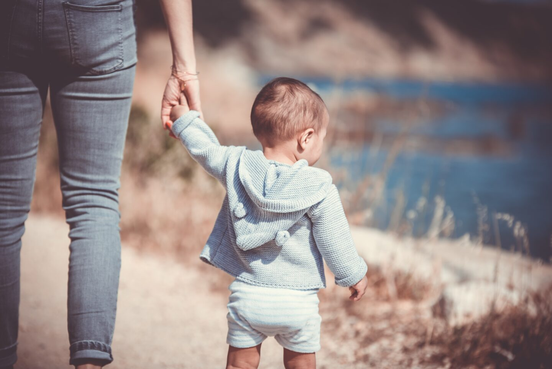 """Adopcja to nie tylko miłość, ale też żałoba. Wokół reportażu """"Tu jest teraz twój dom. Adopcja w Polsce"""""""